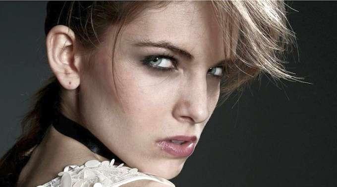 Técnica Foxy Eyes con hilos tensores para una mirada sensual, enigmática y cautivadora